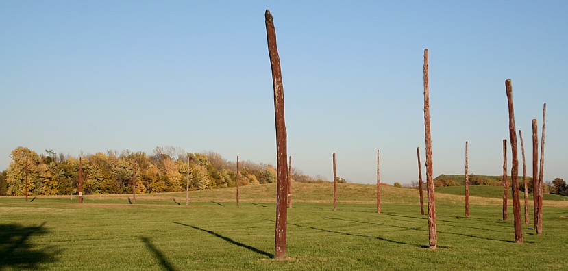woodhenge and monk's mound at cahokia